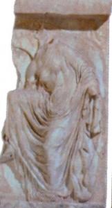 Η Σανδαλίζουσα (από τις φτερωτές Νίκες του ναού της Αθηνάς Νίκης)